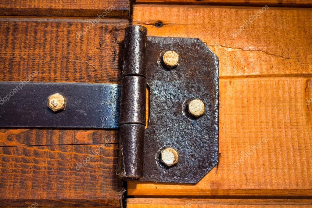 Jahrgang eiserne Türscharniere — Stockfoto © Milkare #92335982