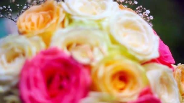 Világos menyasszonyi csokor Rózsa esküvői Jegygyűrűk