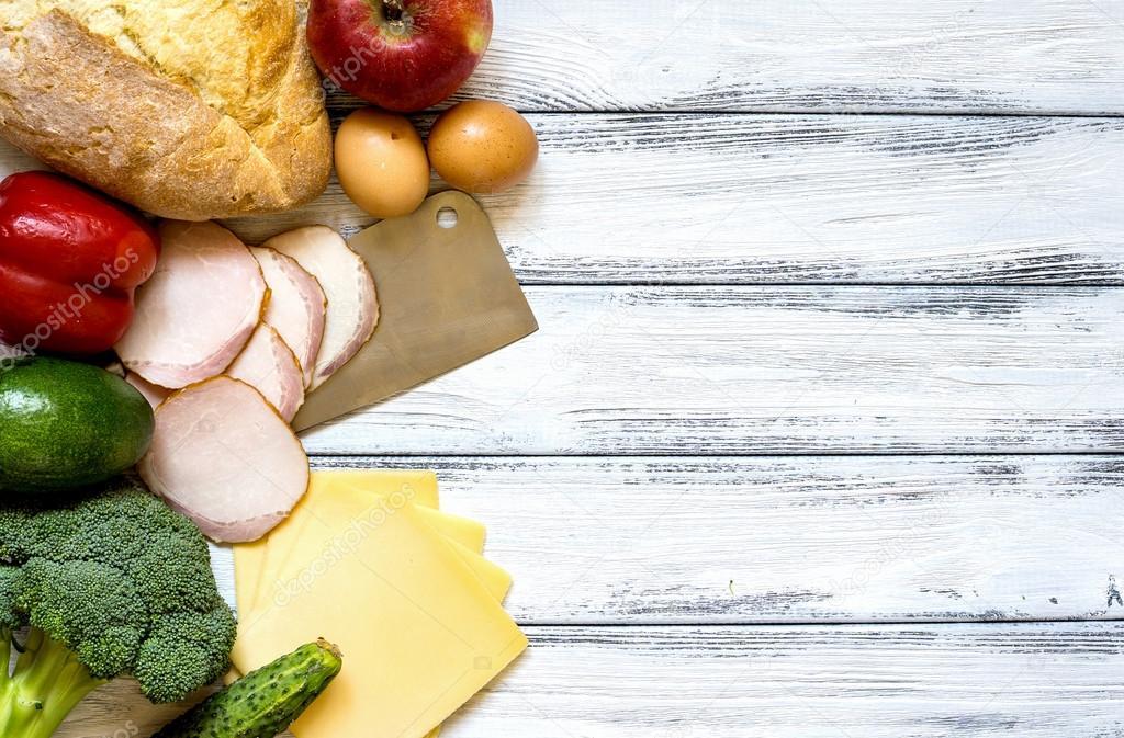 Set di prodotti per la cucina - apple, peperone, cetriolo, pane ...