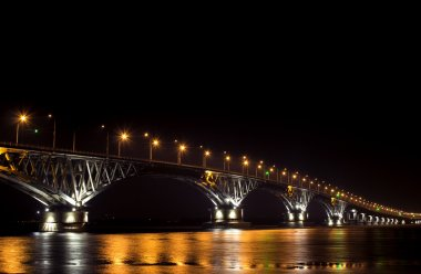 The bridge over the river at night