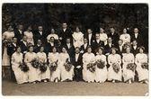 Fotografie Historických fotografií ukazuje, že šestnáct páry taneční lekce. Páry představují pro fotografa. Černá  bílý starožitný studiový portrét