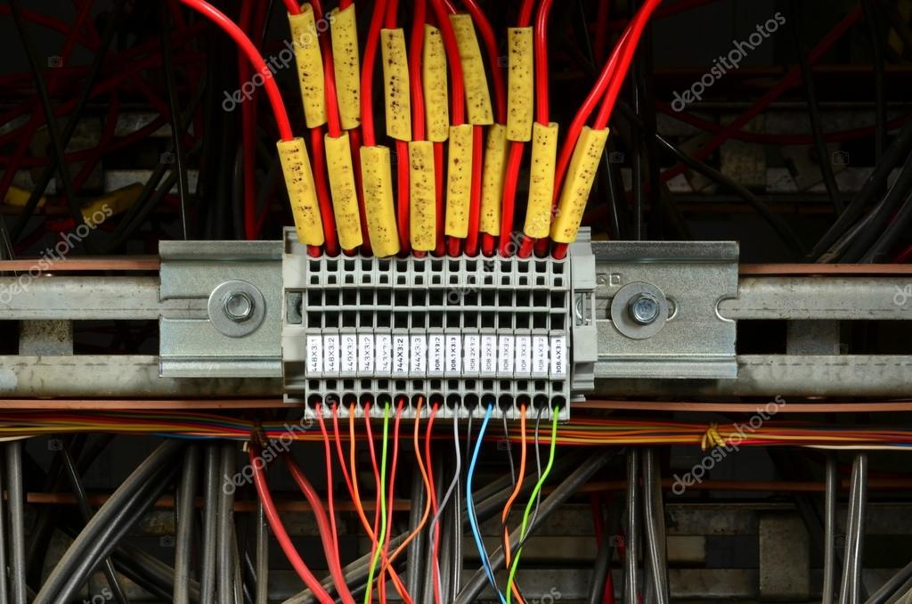 Anschluß der elektrische Leiter (Außenleiter). Elektrische ...