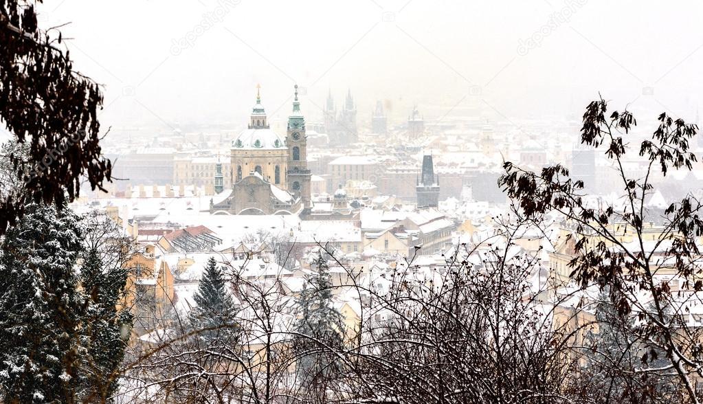 Картинки по запросу вид с пражского града зимой