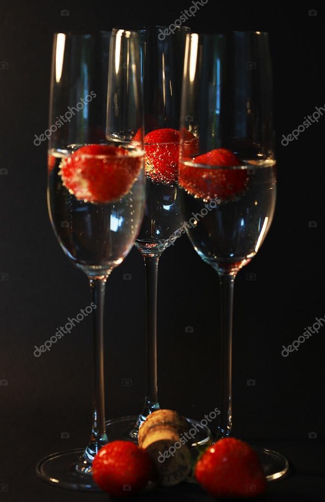 Музыкальный бар - Том XVI - Страница 4 Depositphotos_78511824-stock-photo-three-glasses-of-champagne