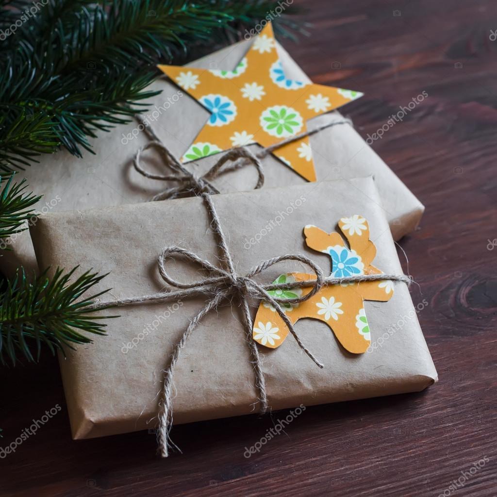 Selbstgemachte Weihnachtsgeschenke in Kraftpapier mit ...