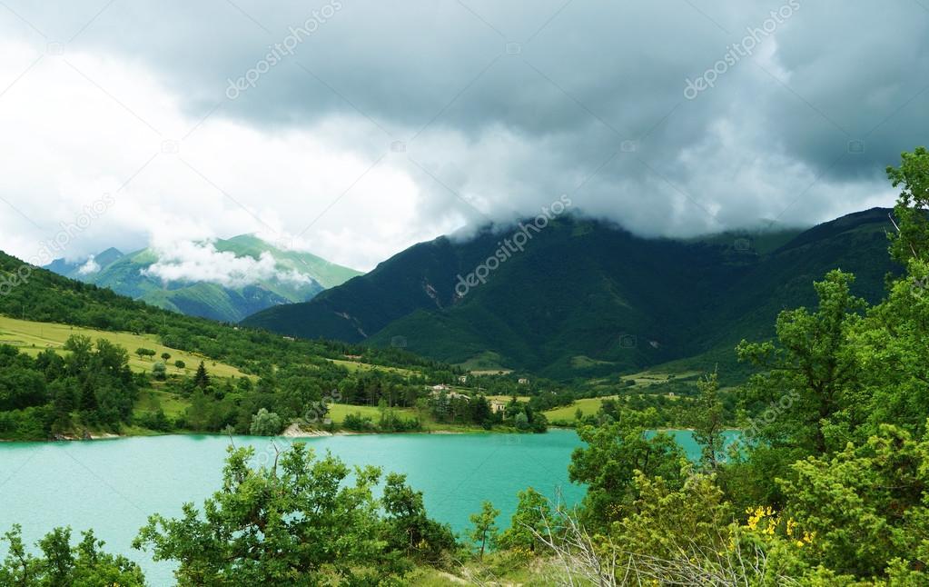 美しい湖フィアストラ, イタリア...