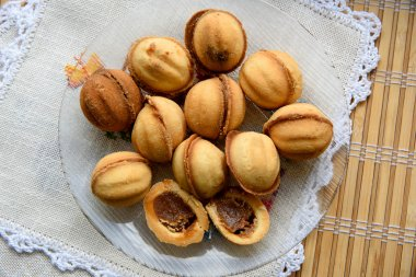 Sweet nuts with condensed milk
