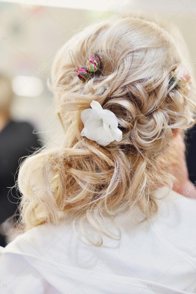 Fryzura ślubna Z Kwiatem Zdjęcie Stockowe Nosenkoos