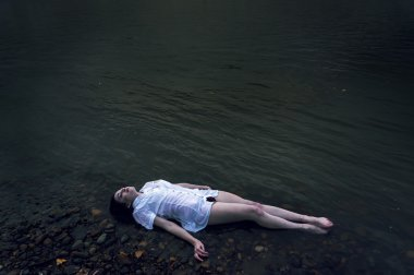 dead girl lying on the rock