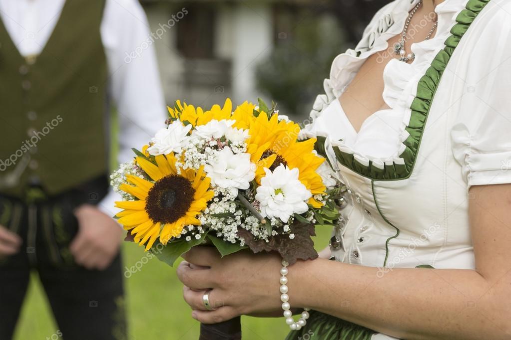 Brautstrauss Von Sonnenblumen Stockfoto C Tinieder 94651314