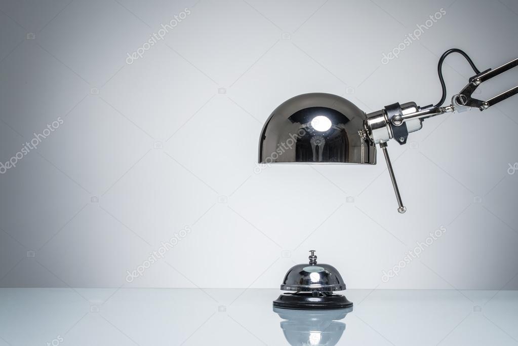 Allumage de hôtel bell pour appeler le service avec lampe de