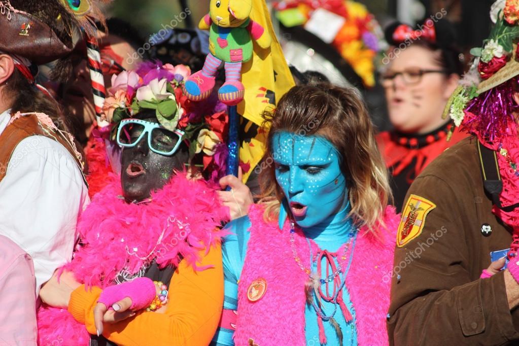 Mujer en traje y maquillaje de Avatar Carnaval de Niza 2016 Foto