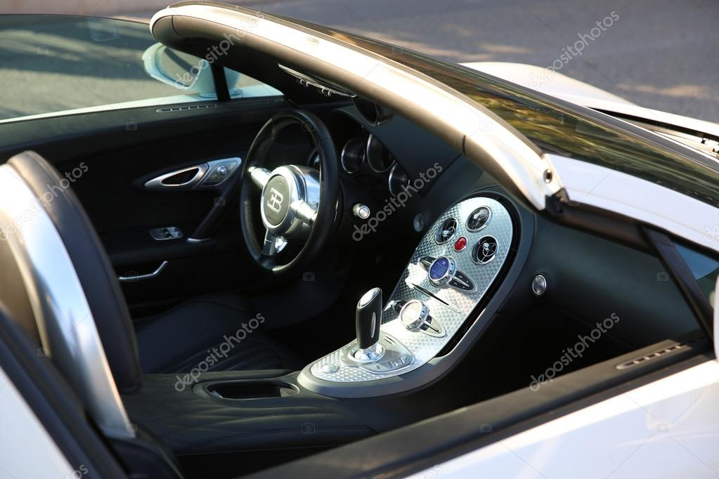 https://st2.depositphotos.com/4820815/11090/i/950/depositphotos_110908250-stock-photo-white-bugatti-veyron-interior.jpg
