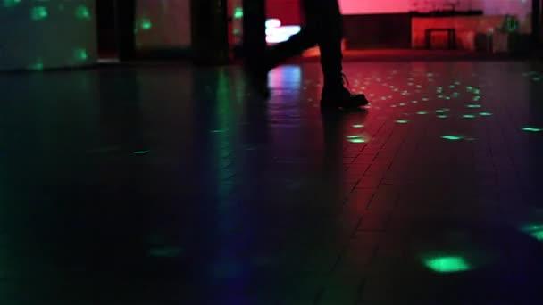 csizma, séta a táncparketten
