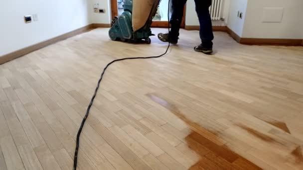 broušení dubová podlaha z tvrdého dřeva