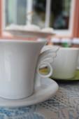 kávécsésze az asztalon