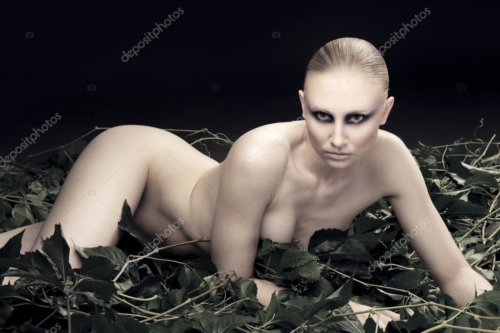 Нагая фото молодая, фото голый жирный большой огромный женский жопа фото