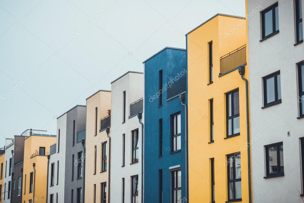 Fila de casas modernas colores — Fotos de Stock © terroa #111640660