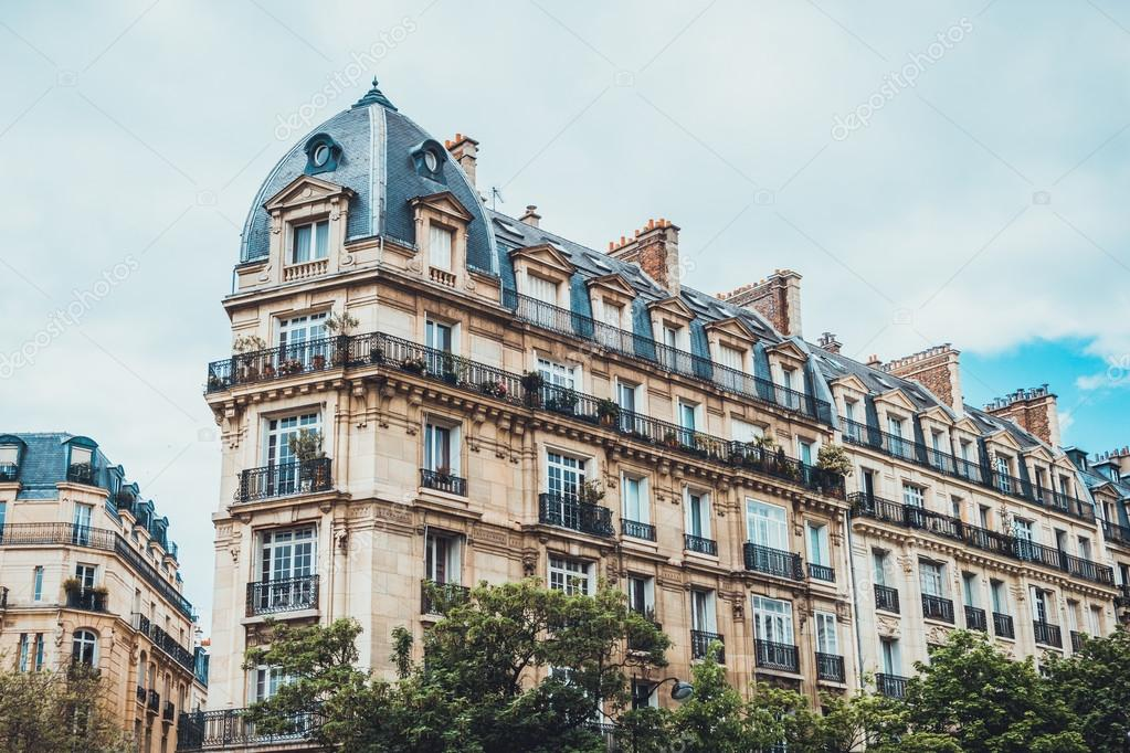 Apartment building with neoclassical designs — Stock Photo © terroa ...