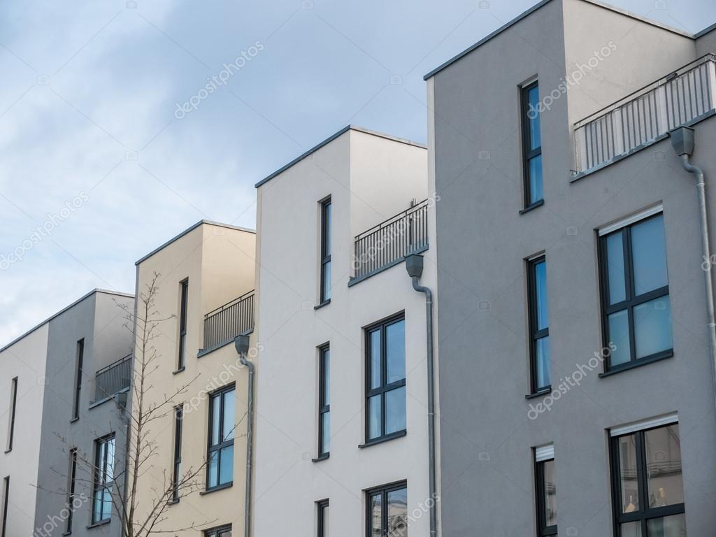 Villette a schiera moderne con patio sul tetto foto for Villette moderne esterno