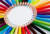 ceruzák verem kör egy fehér háttér