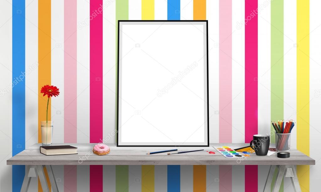 Marco del cartel aislado en escritorio de oficina para for Cartel oficina