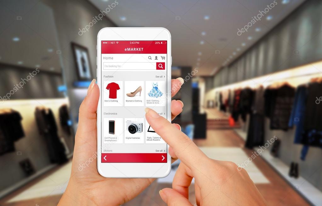 d7028951af9f61 Slimme telefoon online winkelen in vrouw hand. Shopping center op  achtergrond. Kopen kleding schoenen accessoires met e-commerce website —  Foto van ...
