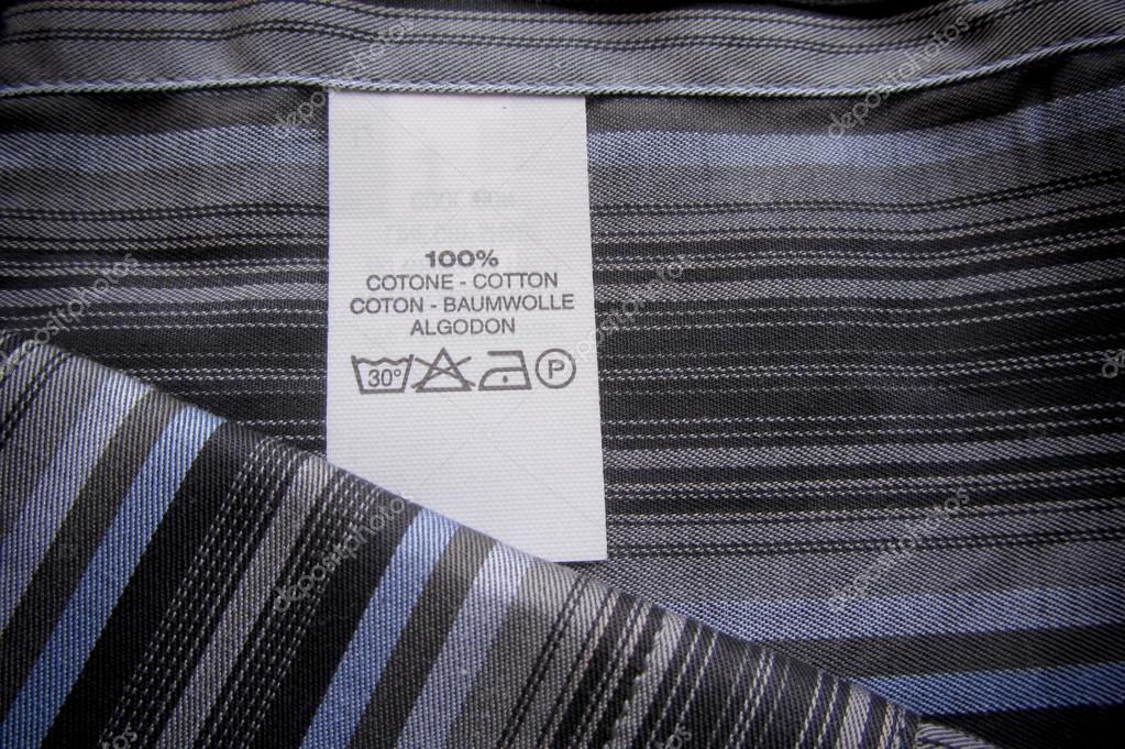instructies etiket wassen op katoen verticale strepen shirt stockfoto tonellophotography. Black Bedroom Furniture Sets. Home Design Ideas