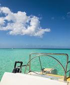 Photo luxury catamaran in the azure water