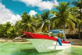 Fotografie Boat on azure water