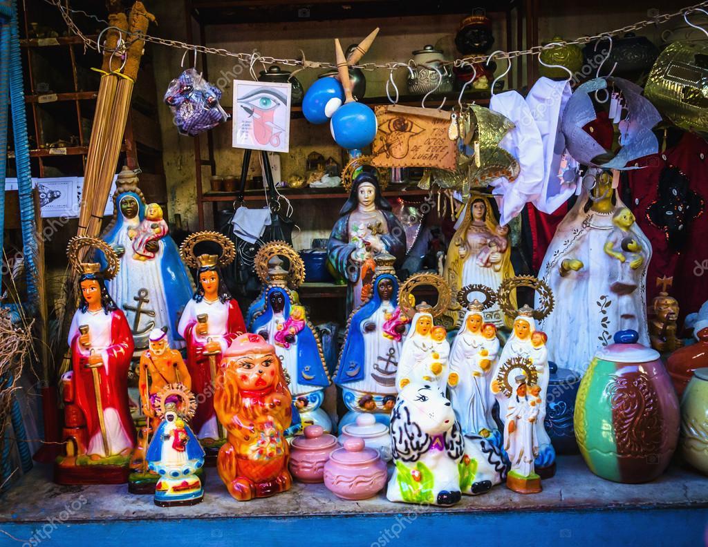 Catholic Religious items, figurines of saints – Stock