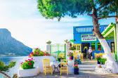 Typisches griechisches Restaurant mit abgelegener Insel Griechenland