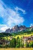 Fotografie Cristallo hory s alpské vesnice, Itálie