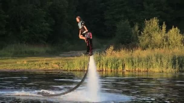 Hover-Board-Fahrer. Board-Fahrer zu fliegen.