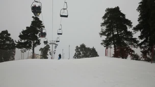 Lyžaři a snowboardisté, sjezdové lyžování