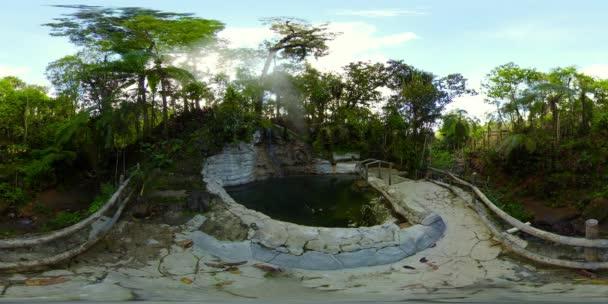 Agco természetes melegforrás tó. Mindanao, Fülöp-szigetek. 360 fokos nézet.