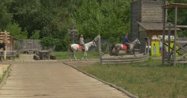 Tři jezdci, jezdci, jsou na koni, starověké město Road, muzeum, Park