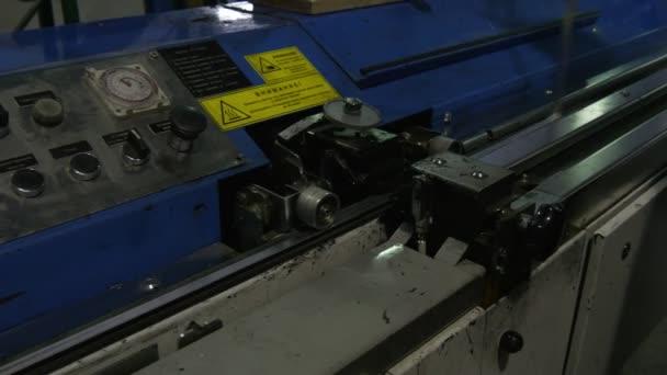 Worker is Making Metal Frame, Metal Detail, Worker's Hands, Blue Machine, Glass Factory, Production Line of Glass, Bulletproof Glass,Triplex Glass