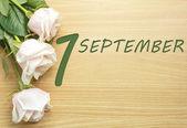 Fotografie September 1, die Rosen auf einem Holztisch