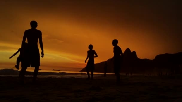Sziluettek Playing Beach Soccer Rio de Janeiro, Brazília