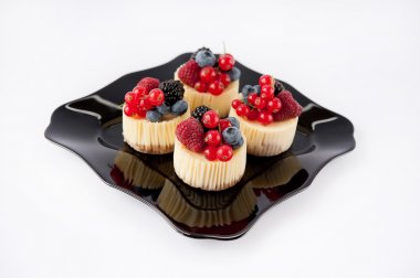 little cheese cake with fruit