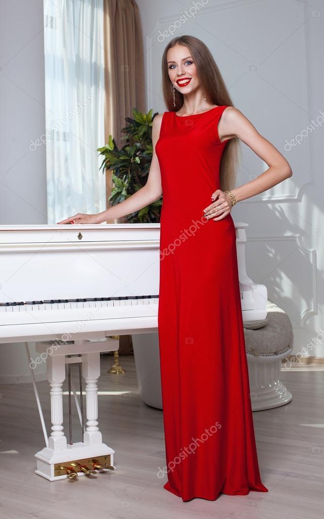 Vestidos rojos en mujeres morenas