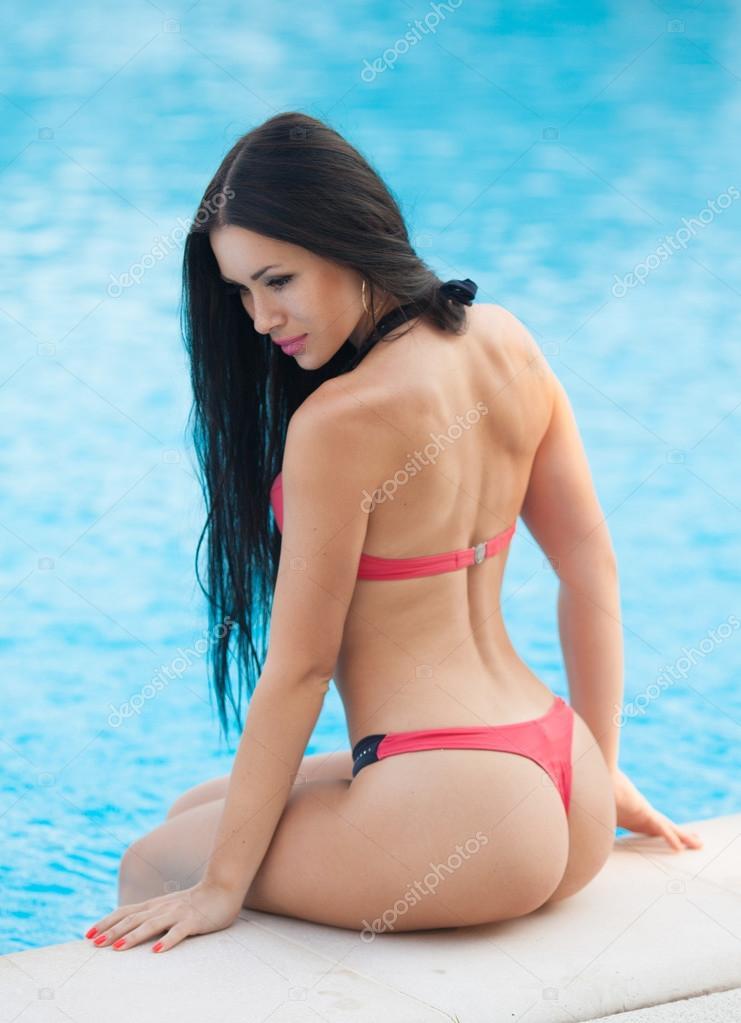 Fête de piscine filles nues