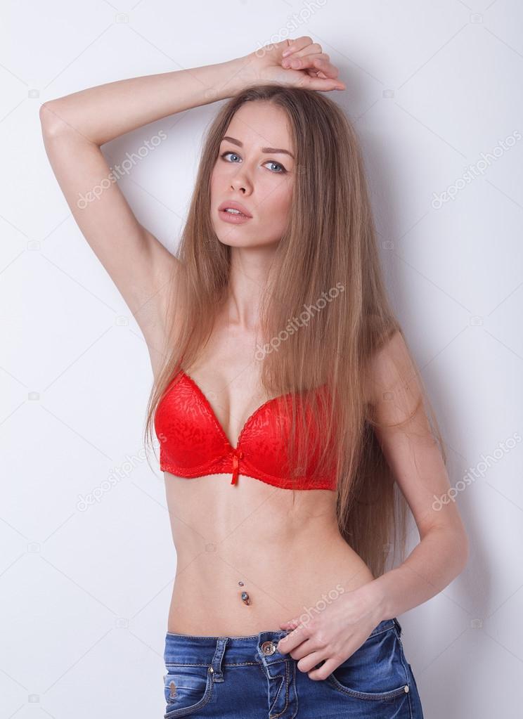 podnyal-krasivie-polnenkie-devushki-s-dlinnimi-volosami-v-nizhnem-bele-foto-video-pyanimi-zrelimi