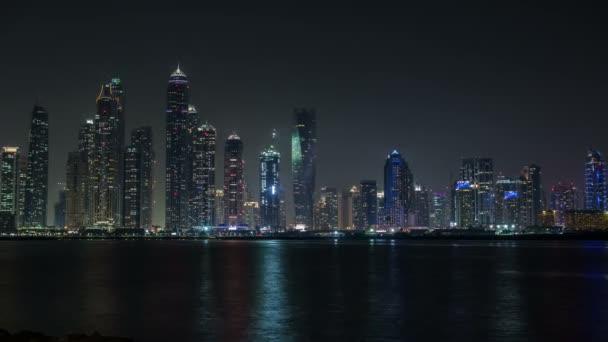 Éjszakai kilátás nyílik Dubai felhőkarcoló az Egyesült Arab Emírségek, Uae