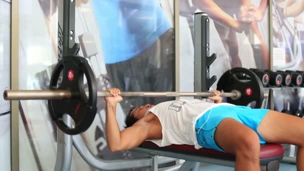 cvičení v tělocvičně série 4