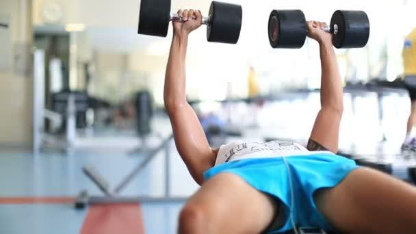 cvičení v tělocvičně série 7