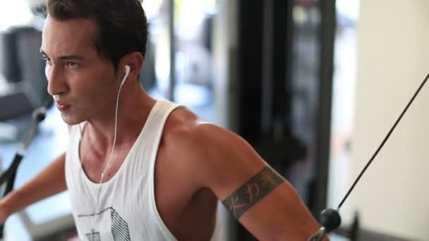 cvičení v tělocvičně 14