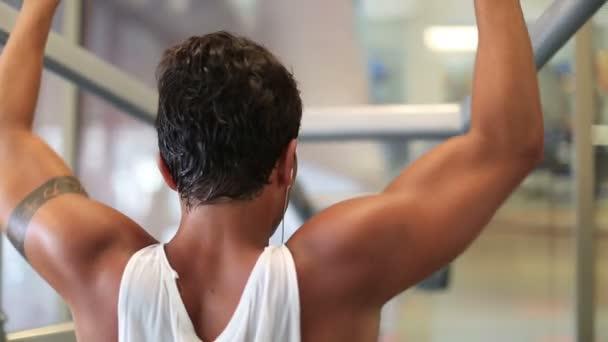 cvičení v tělocvičně série 20