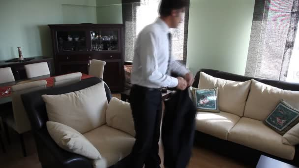 muž doma hd 1080p